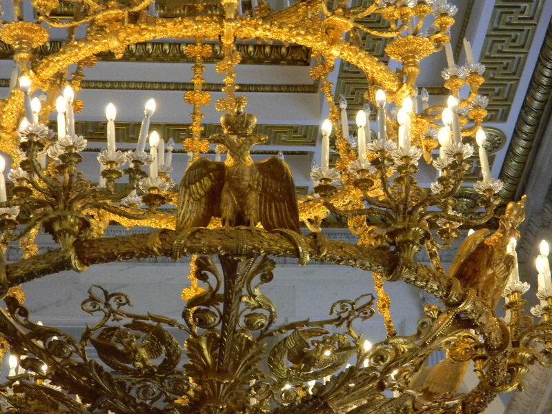 Люстра в тронном зале Эрмитажа