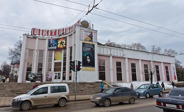 В кинотеатрах «Дружба» и «Октябрь» выселяют нерадивого арендатора