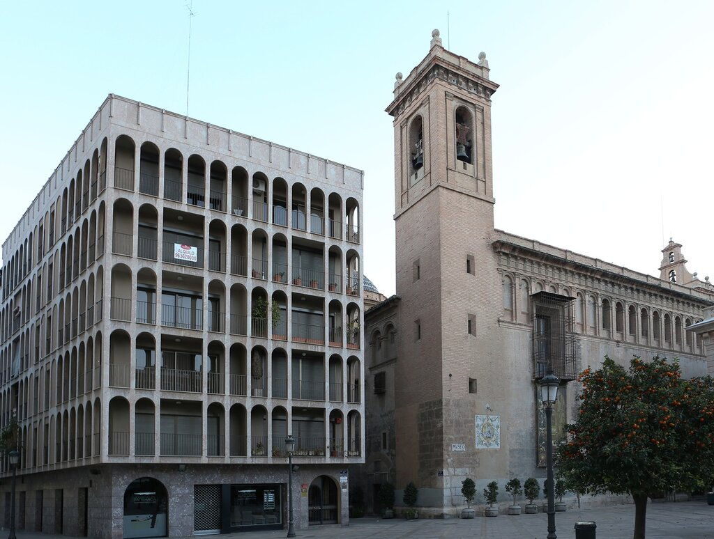Валенсия. Площадь Патриаршего колледжа (Plaza del Colegio del Patriarca)