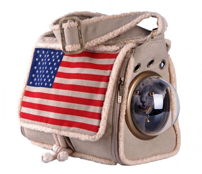 Навыбор предлагаются сумки нескольких цветов иразмеров, так что можно перевозить инебольших собак