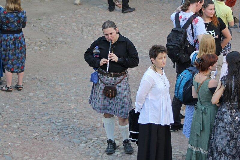 шотландец с флейтой на фестивале «Майское дерево 2014»