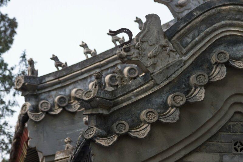 Химеры на крышах монастыря, храм Белого облака, Пекин