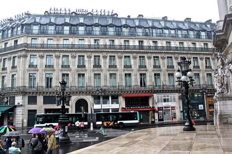 Площадь Опера.