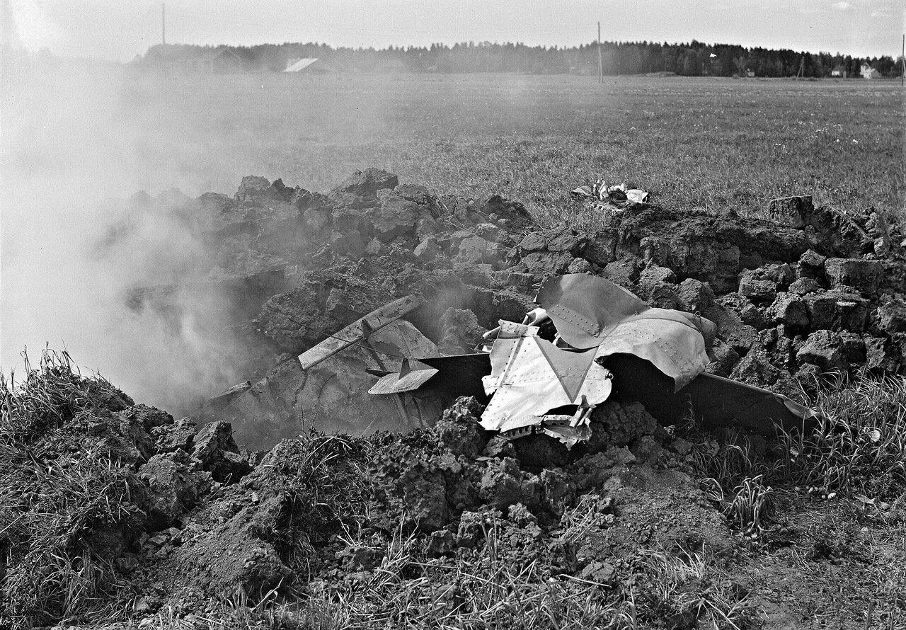 1941. 25 июня. Пригород Хельсинки. Место падения сбитого советского самолета.