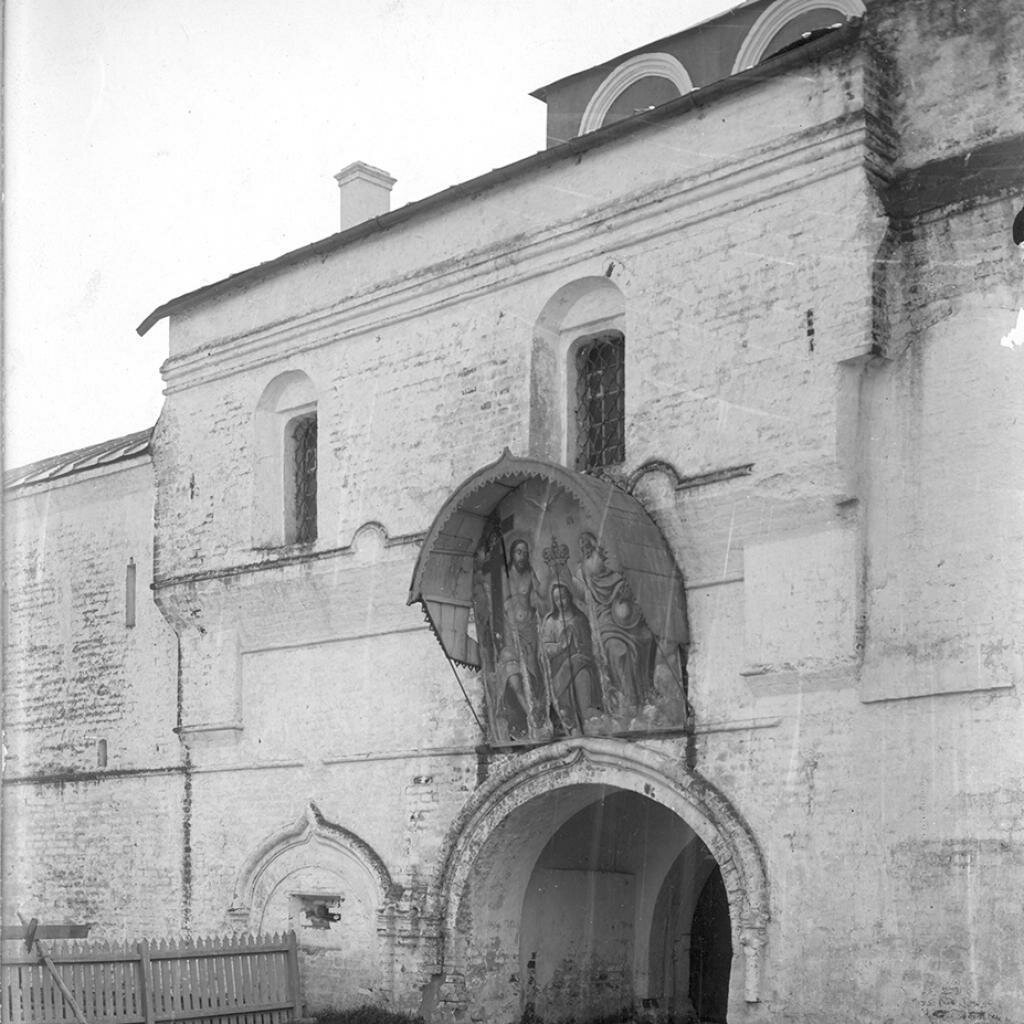 Архиерейский дом. Главные ворота