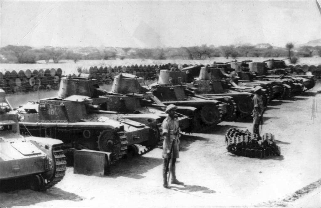 Танки М11/39 захваченные британскими войсками в Северной Африке.