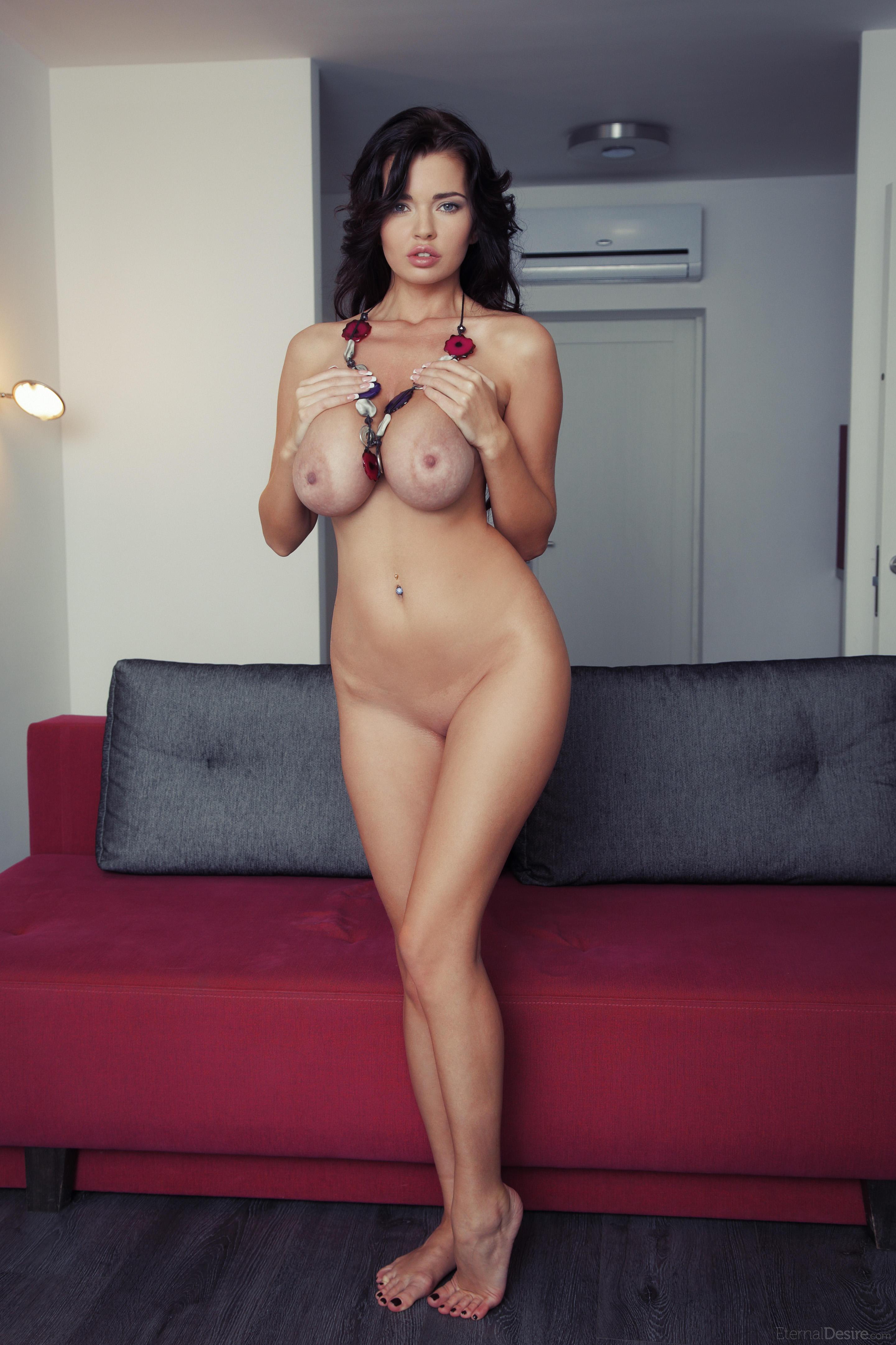 Самый большая грудь голая 17 фотография