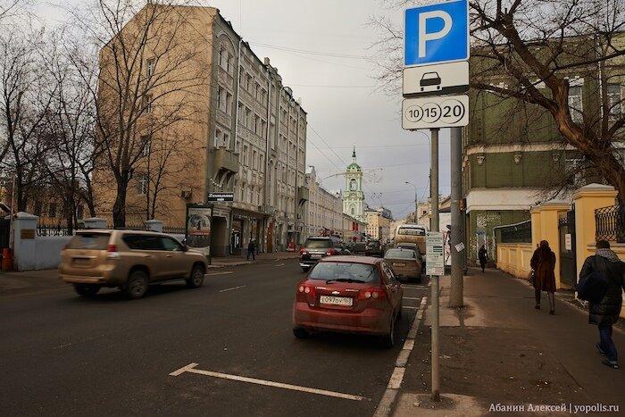 Улица Пятницкая заполнена