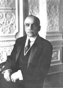 Член Русского для внешней торговли банка, председатель совета торговой школы имени императора Николая II С.П.Елисеев.
