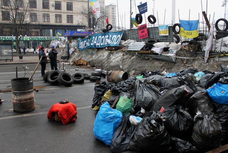 Баррикада со стороны Европейской площади