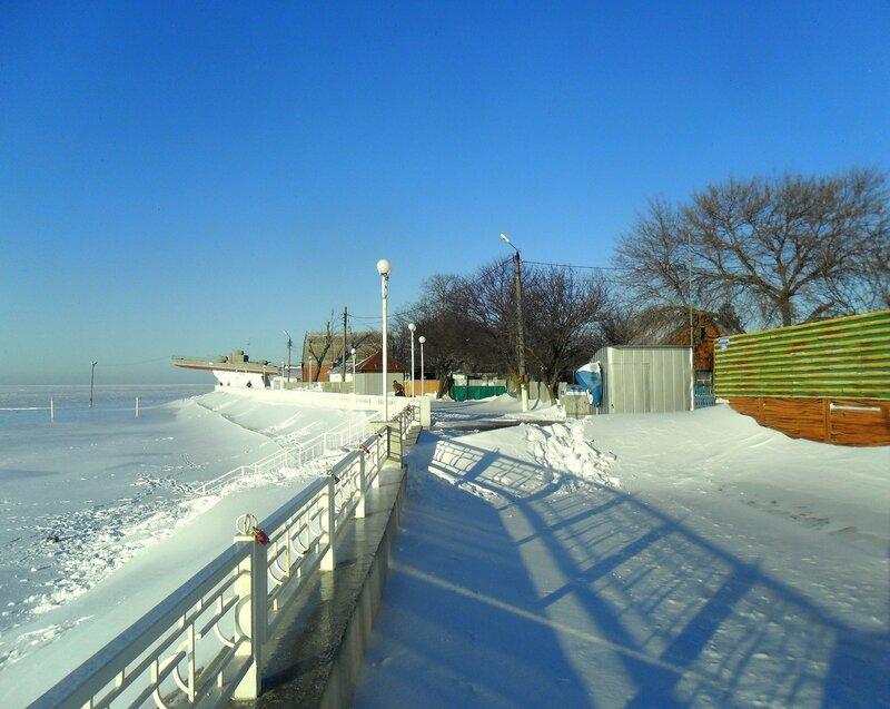 Снег, мороз, набережная...