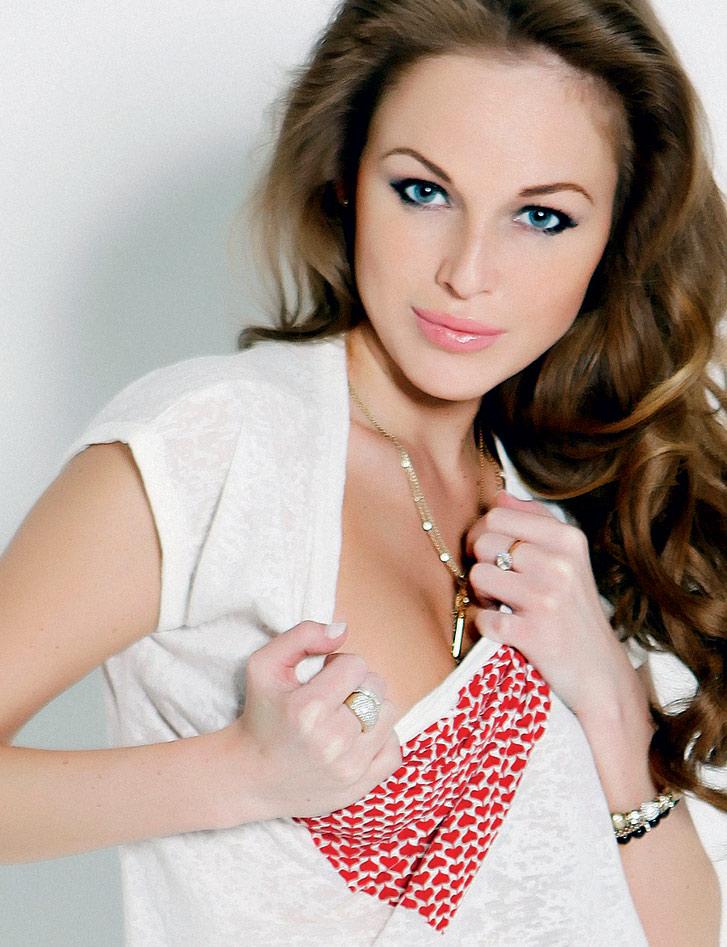 телеведущая и модель Анастасия Николаева