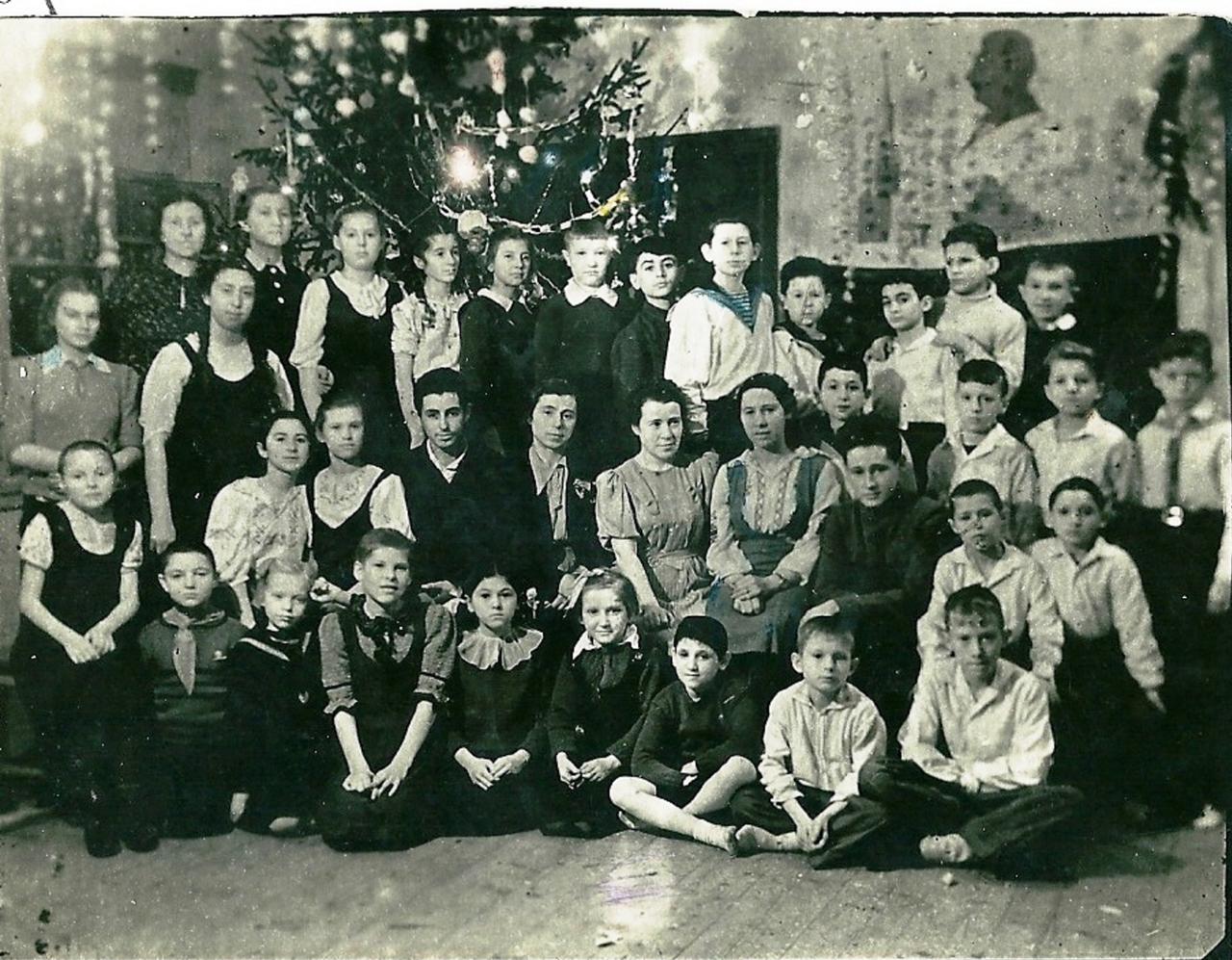 1944. Новый год  в интернате. Старшие классы. Соликамск
