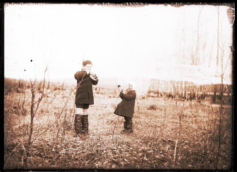 1912. Село Ларьяк. Перевес. Кусает пойманных уток
