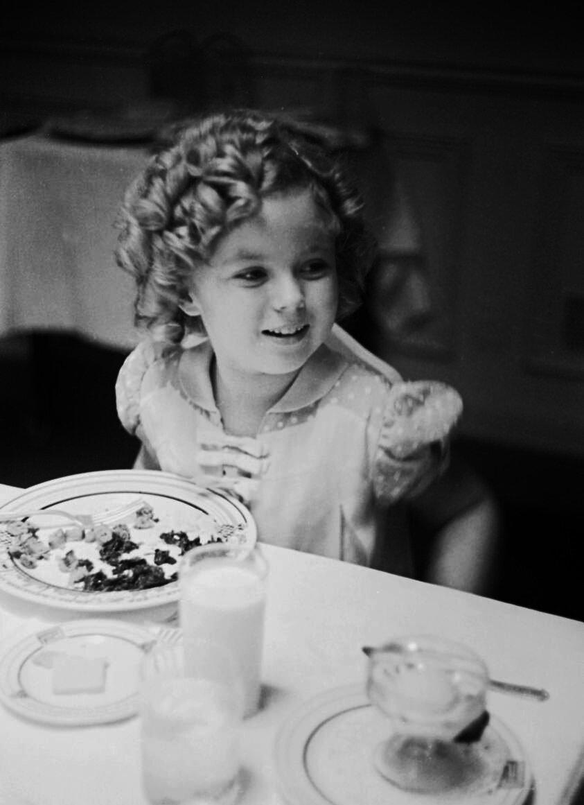 1936. Ширли Темпл празднует свой восьмой день рождения в студии 20th Century Fox