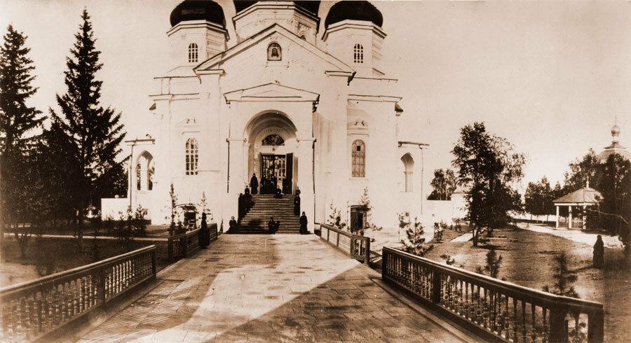 Соборный храм Иркутского Вознесенского монастыря. Фото А. К. Гофмана. 1872