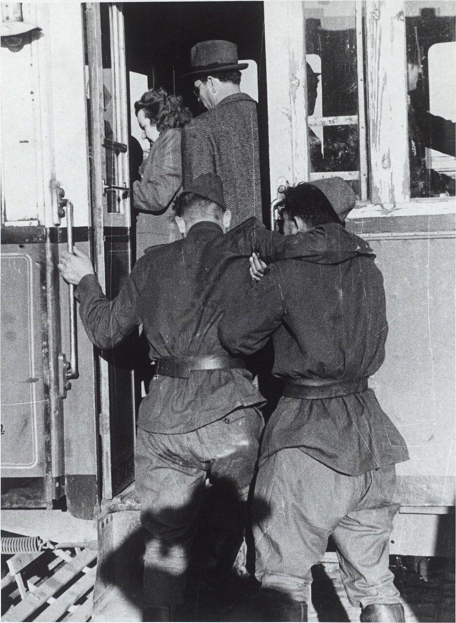 Советские солдаты в Вене. 1952