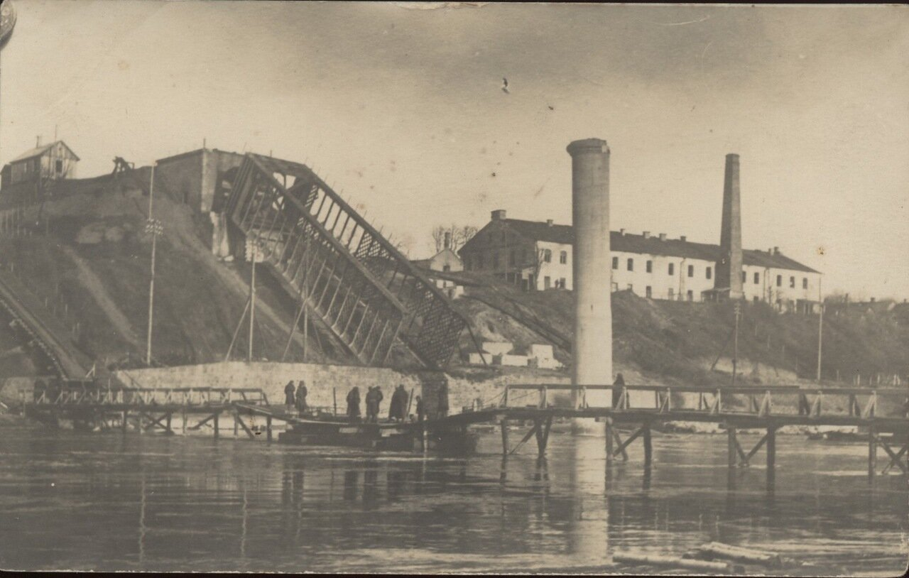 Взорванный железнодорожный мост
