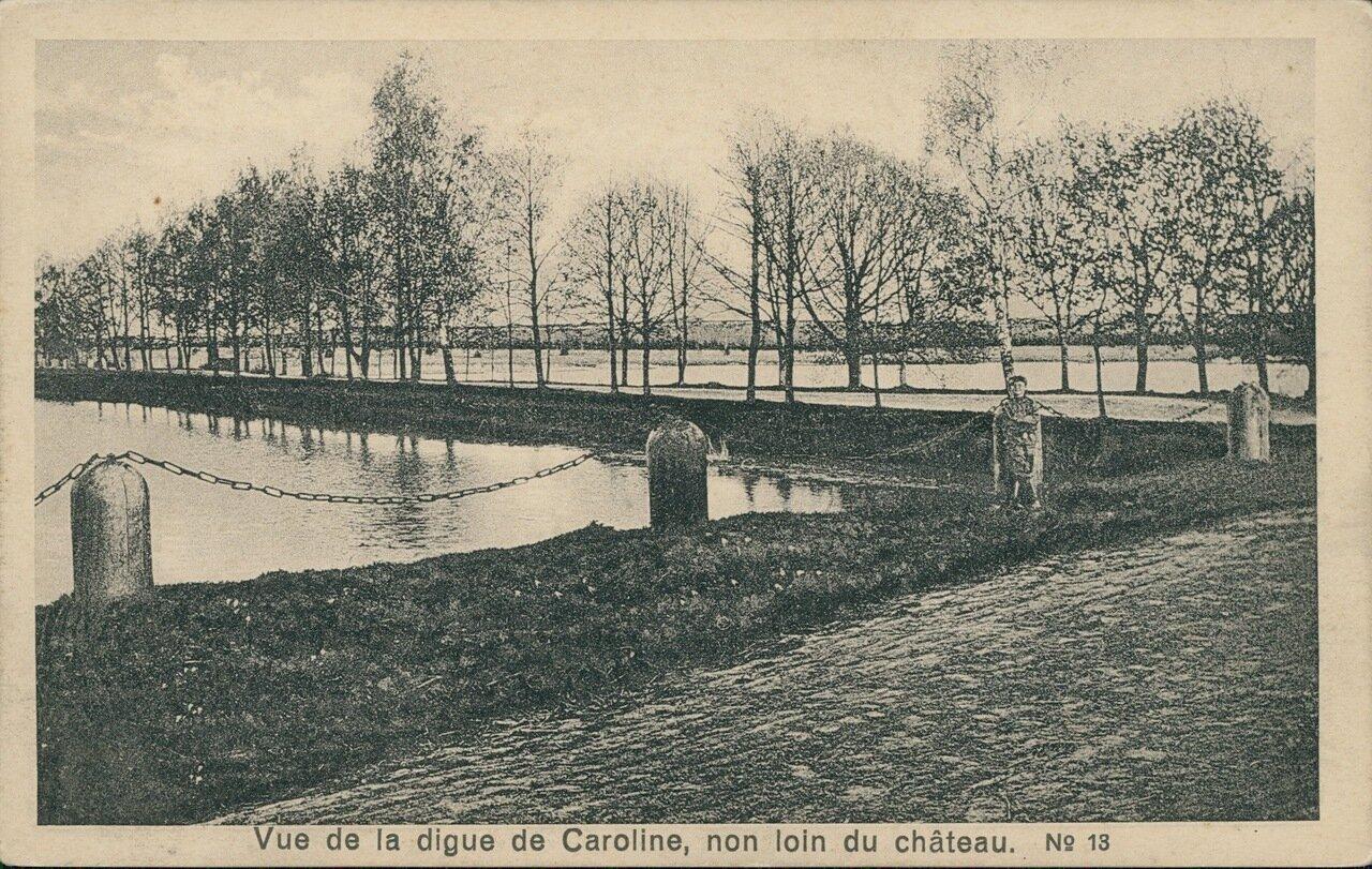 Вид на плотину Каролина, неподалеку от замка