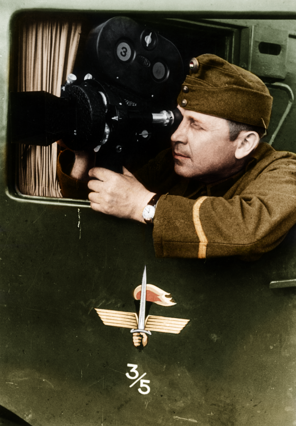 haditudosito_warreporter_by_greenh0rn-d7t6uew.png
