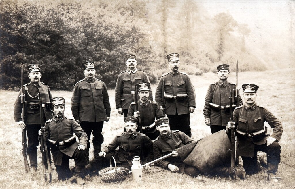 Sachsen Landsturmmanner from the 47th Infanterie Brigade relaxing on the grass