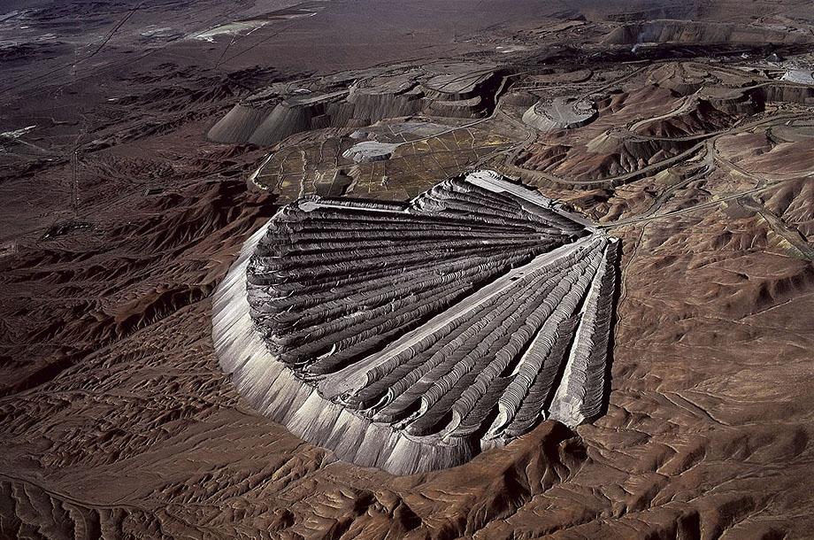 12. Отвалы медного рудника в Чукикамата, Чили.