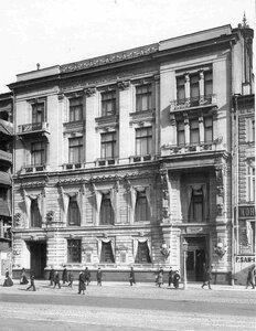 Фасад здания Петербургского Международного коммерческого банка (архитектор С.А.Бржозовский, 1896-1897).