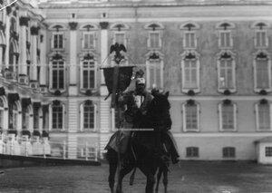 Штандарт полка на параде.