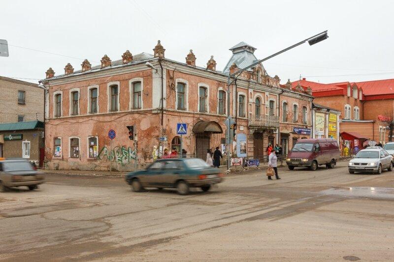 Дом на пересечении улиц Урицкого и Кирова