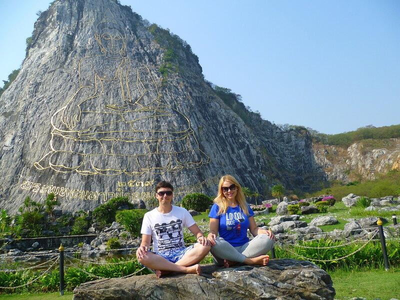 Таиланд, скала с золотым Буддой (Thailand, a rock with a golden Buddha)