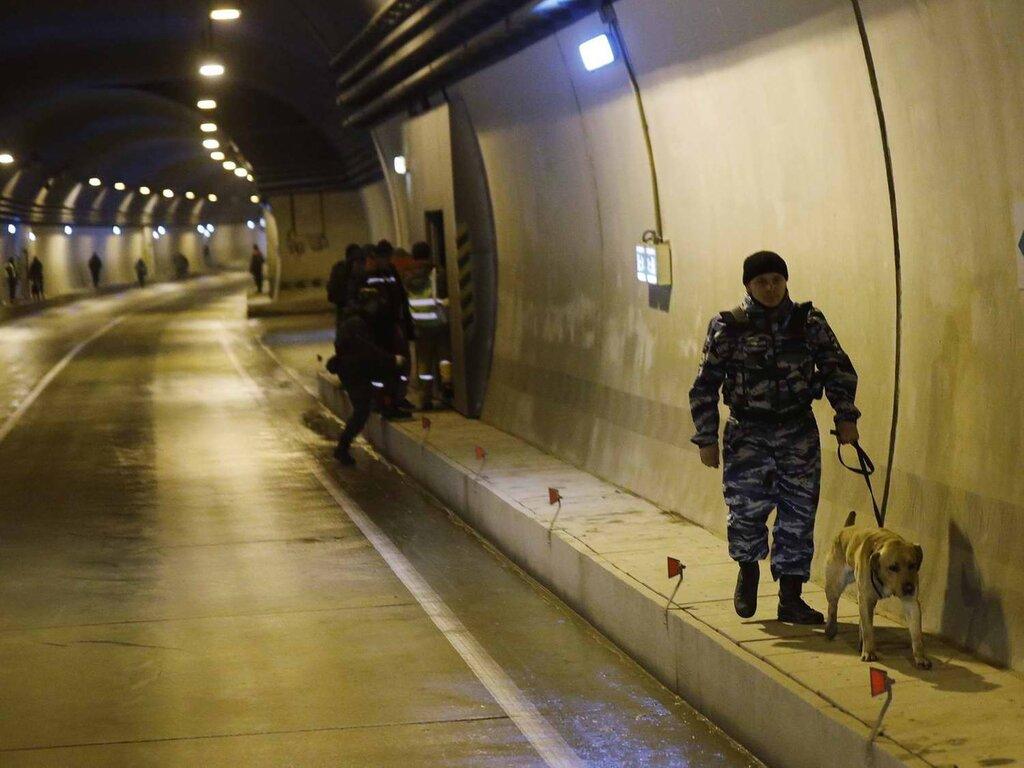 Столь же тщательным образом обеспечивается безопасность подземных автомобильных тоннелей