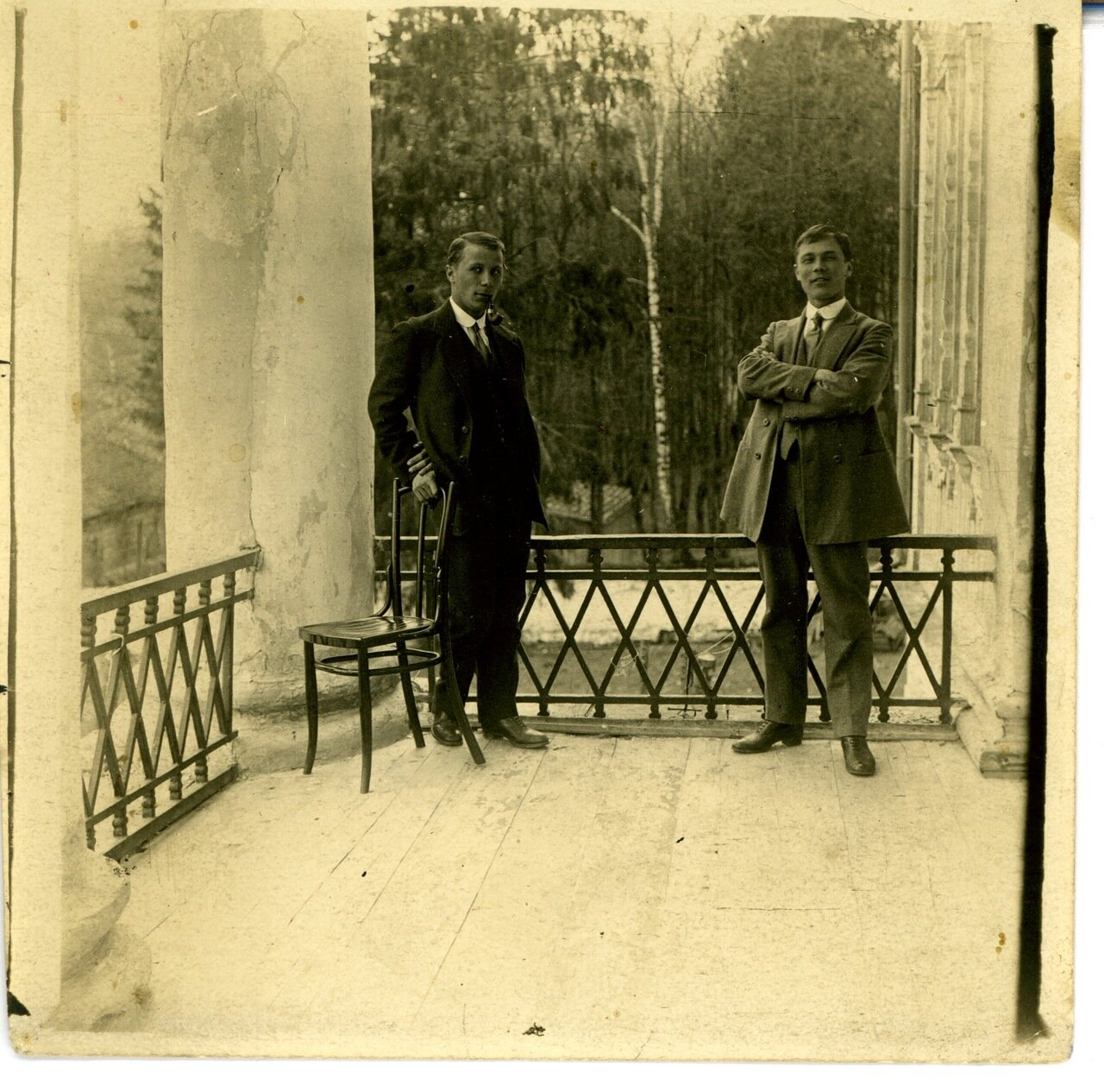 1910. Константин и Александр Сергеевич Барановы