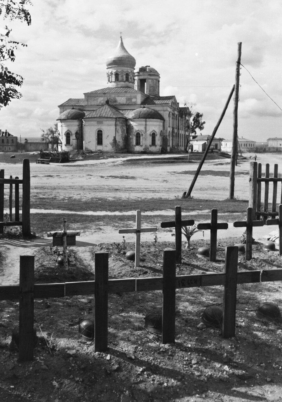 Алексеевка. Военное кладбище, церковь Святой Троицы