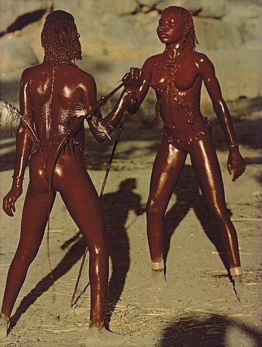 1975 Nuba Die Roten Taenzerinnen.jpg