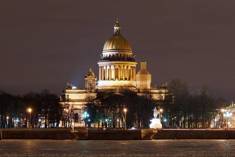 Исакиевский собор и Петр-1 с противоположного берега Невы ночью, Санкт-Петербург