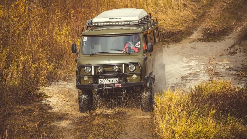 Выбор шел между отечественными автомобилями: УАЗ и ГАЗ Соболь 4х4. В итоге выбор пал на УАЗ 2206: Бу