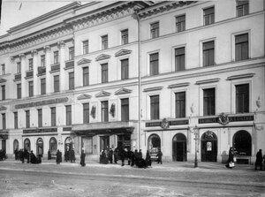 Внешний вид здания Петербургского учетного и ссудного банка. (Архитектор Ф.-Б.Растрелли, 1759-1761; перестроен архитектором Л.Н.Бенуа, 1895-1896).