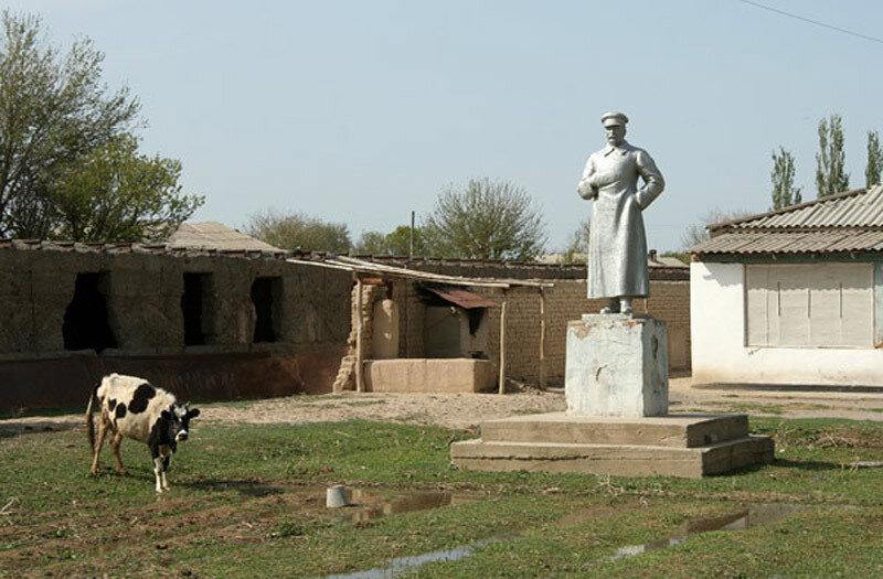 Сохранившаяся копия, аналогичная скульптуре в Белгороде. Казахстан. Фото Марк Григорян.