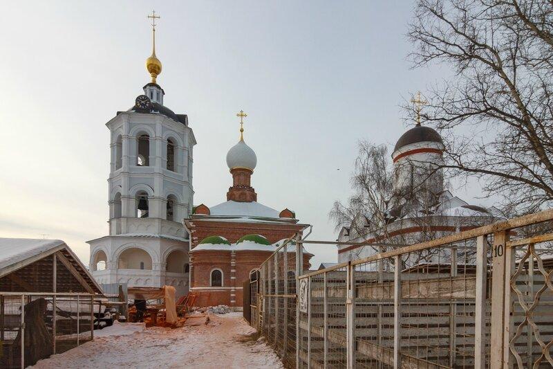 Зверинец и храмы Николо-Пешношского монастыря