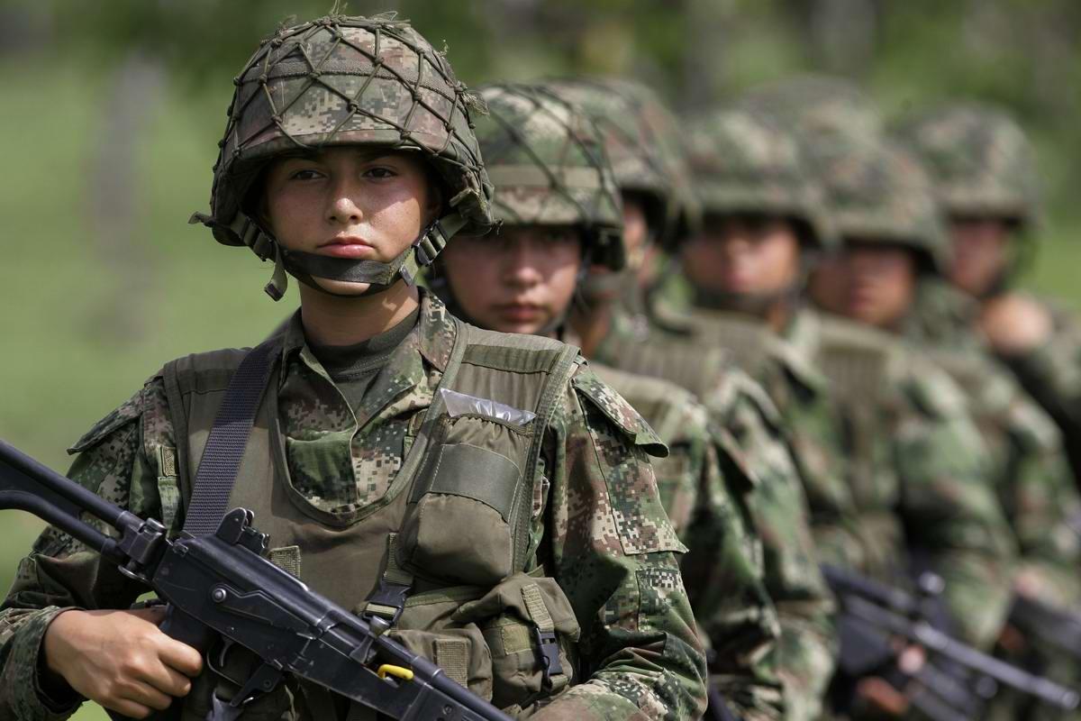 Очень грозная сила: Девушки в армейской униформе (11)