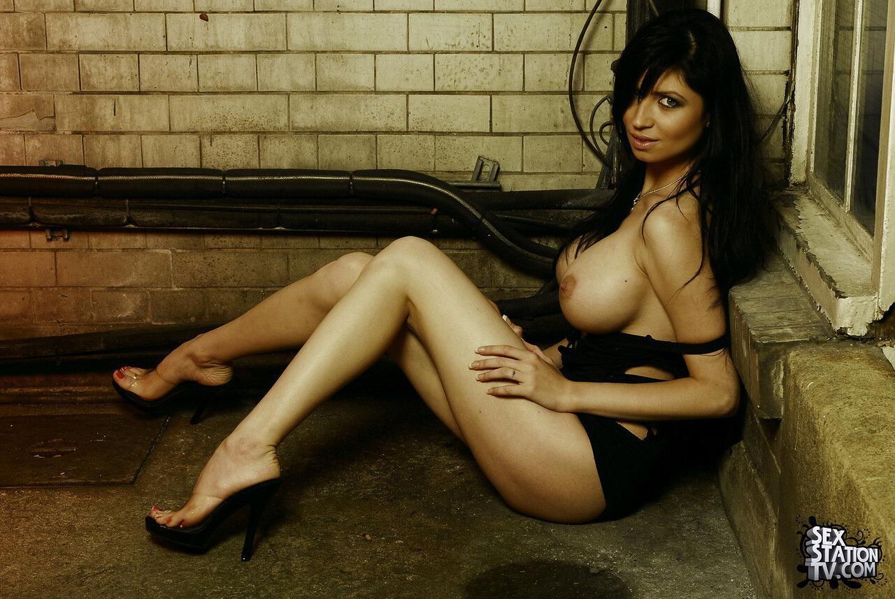 Фото голых итальянских девушек, Итальянки - Смотри бесплатно эротику и порно 8 фотография