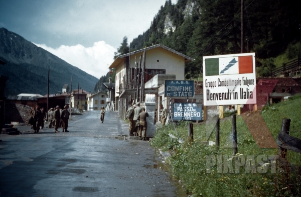 stock-photo-american-soldiers-inspect-road-block-on-brenner-pass-border-between-austria-and-italy-1945-13140.jpg