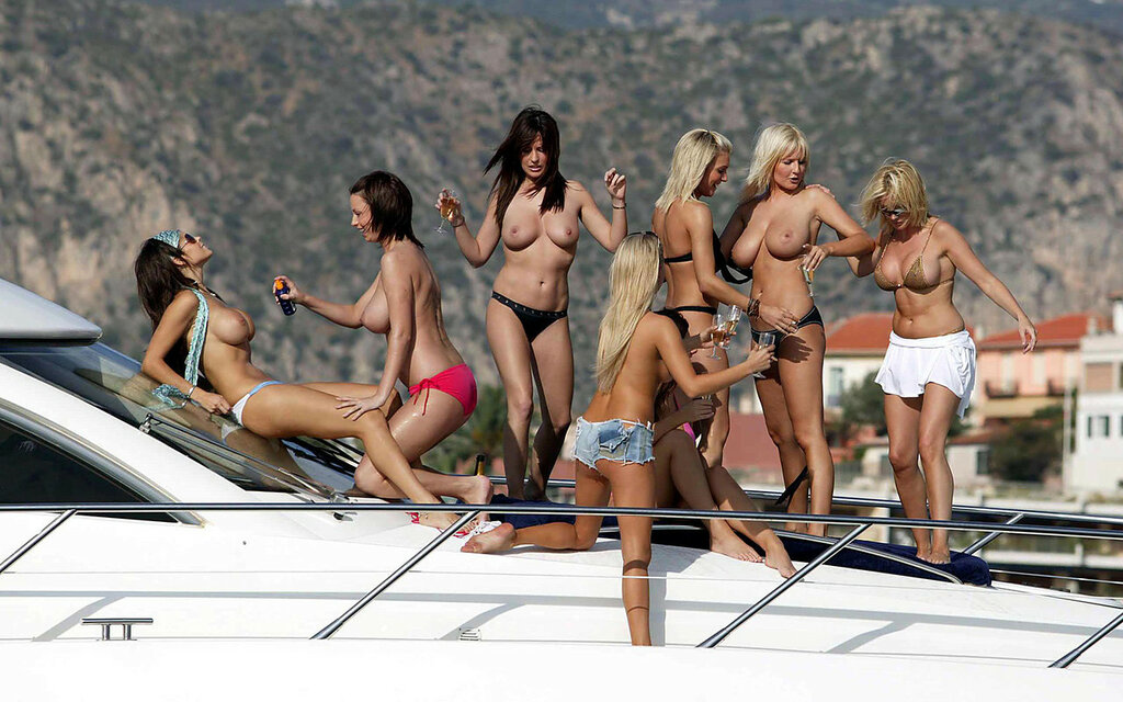 pics-of-topless-girls-on-boats-d-porn-anaglyph