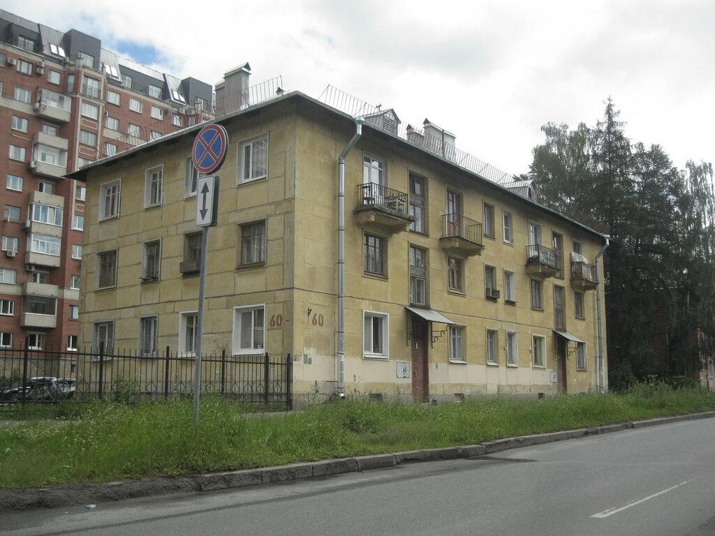 Блочные сталинские дома наулице Танкиста Хрустицкого в Ленинграде