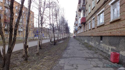Фотография Инты №6703  Чернова 3, 1 (типография) и 2 (по всему городу вновь установлены урны для мусора) 22.05.2014_13:59