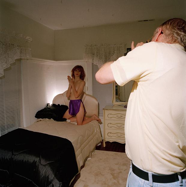 «А ты точно продюсер?»: как заманивают девушек сниматься обнаженными