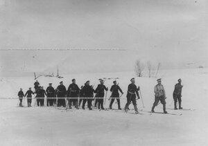 Группа солдат полка на учении  при I-ой Петербургской императора Александра III  бригаде отдельного корпуса пограничной стражи.