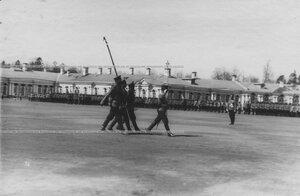 Вынос старого георгиевского знамени на параде полка.