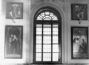 Иконы в церкви  Покрова Пресвятой Богородицы при женской тюрьме.