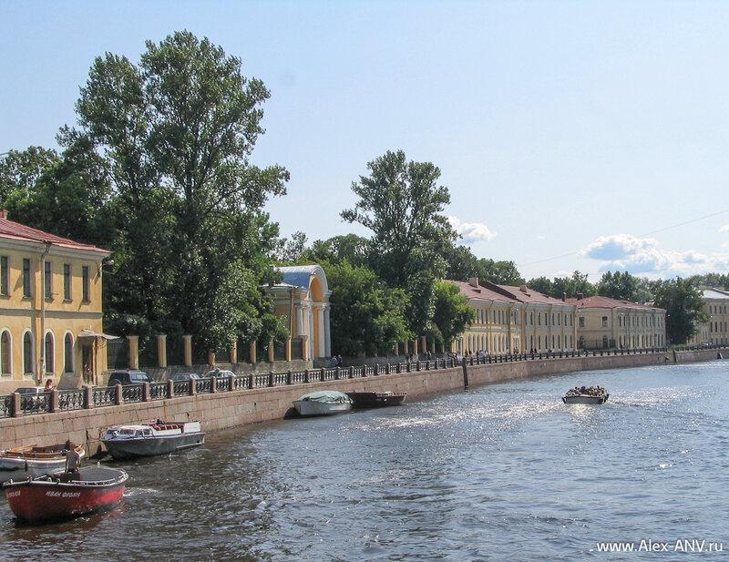 Набережная реки Мойки, В этих зданиях расположен знамениты